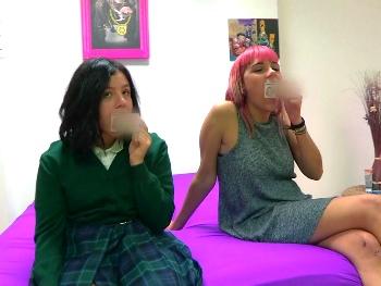 2 nenas de 18 años buscan rabo que las enseñe : Alba y Vivi, siempre hay una primera vez para todo