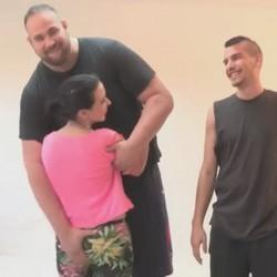 Una nena de 18 años, un GIGANTE y un chico con un rabo enorme. Esto es FAKings ;)