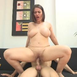La mejor entrevista de trabajo de tu vida. ¿A que huele una actriz porno?, ¿Cuanto pesan las TETAZAS de Itzal?