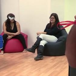 Tere nos presenta a Laura una TETONA DESESPERADA por un buen polvo. Eso si que es tener una buena amiga