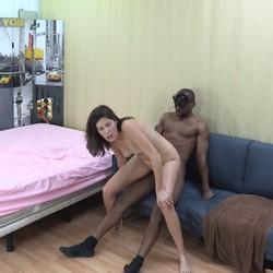 A Cristal parece gustarle nuestras demostraciones reales de stripper para despedidas de solteras..