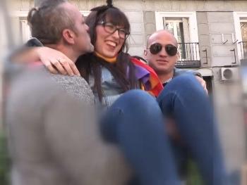 Podemita, feminista, republicana y enculada por dos pollas. Katty muerde la bandera