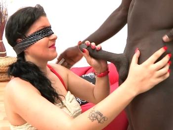 Dennis se folla a un negro sin saberlo (su primer interracial, una buena morcilla de burgos negra A PELO).